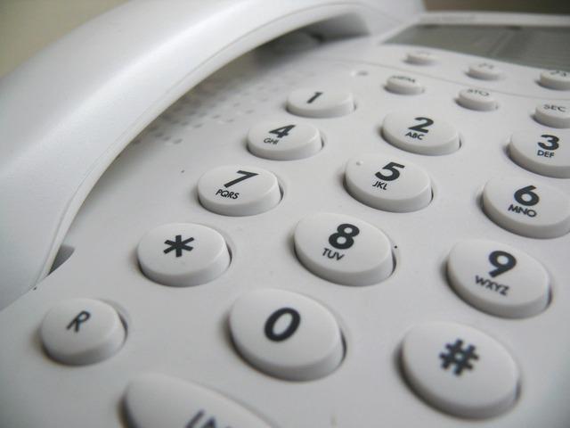 phone-2127_640 IP電話は基本料金や通話料金がお得なことがよく知られていますね。